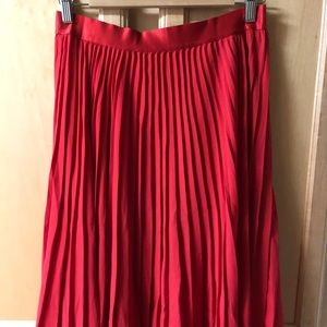 Express Pleated Midi Skirt in Red